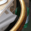 Ovaler Goldrahmen mit Perlstab