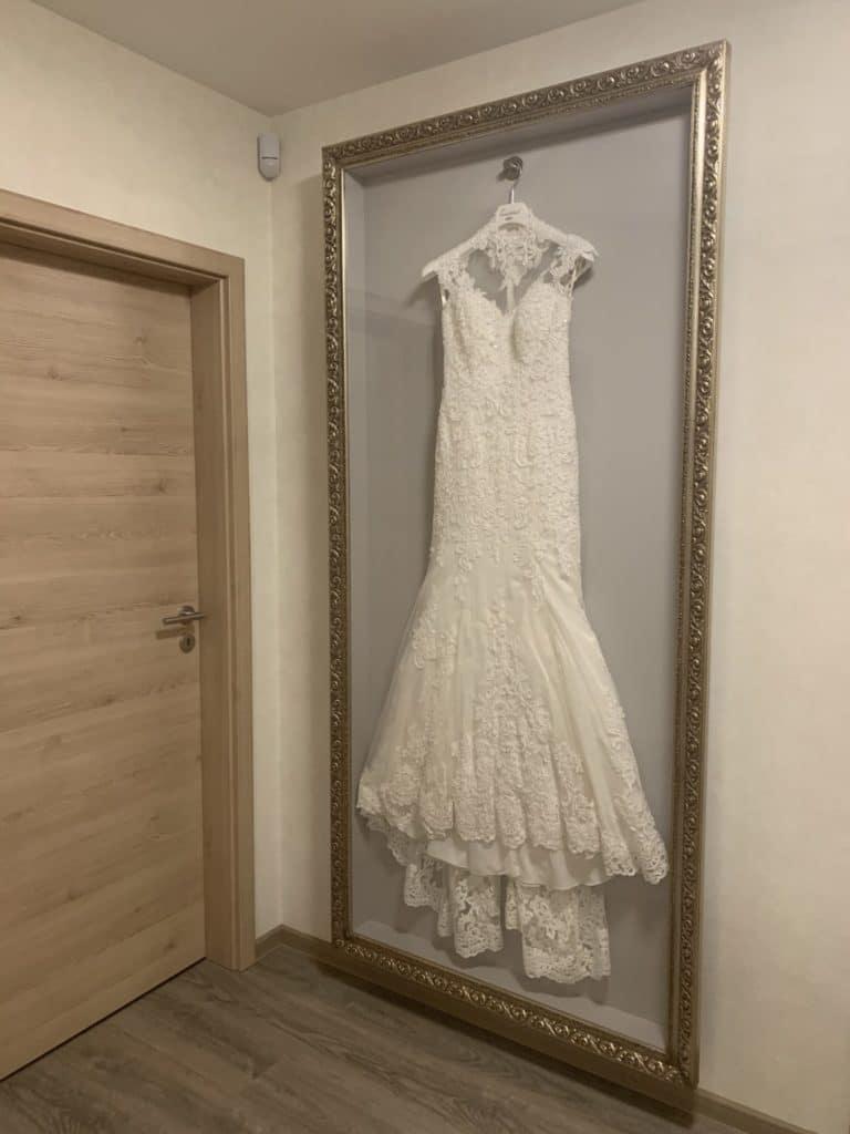 Brautkleid im Rahmen (Maßanfertigung) Leiste 936 Silber